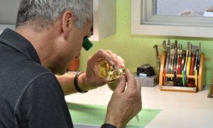 Blick in die Uhren Werkstatt - Gutekunst