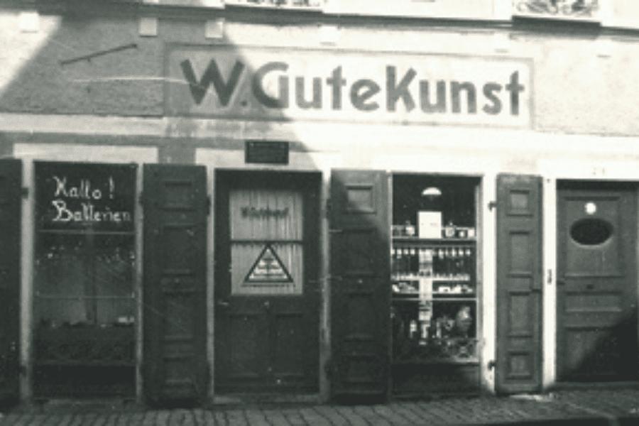 Uhrengeschäft in der Unteren Torstraße in den 30er Jahren